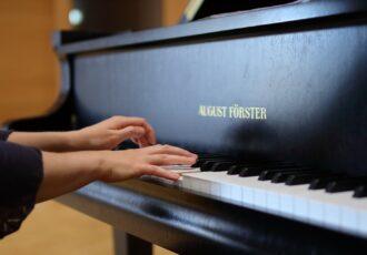 pianist hands 2837793 1920