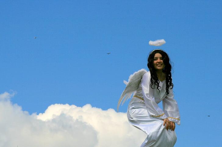 anđeo na oblaku